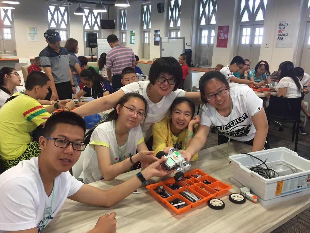 """新加坡双语游学夏令营——""""乐高机器人·魔术世界"""""""
