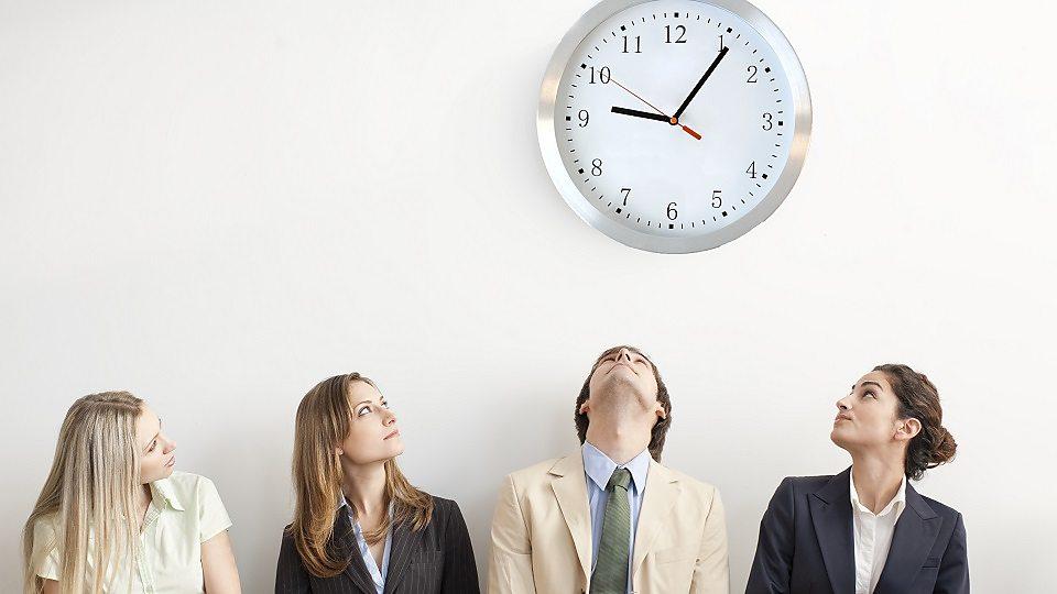 The office that starts at 9.06am早上九点零六分准时开始工作