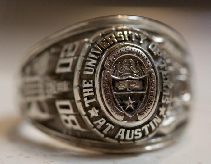 德克萨斯大学奥斯汀分校毕业戒指