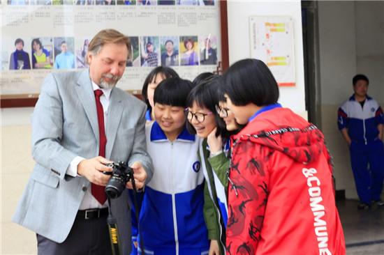 新东方国际游学携美国加州中学校长团访华
