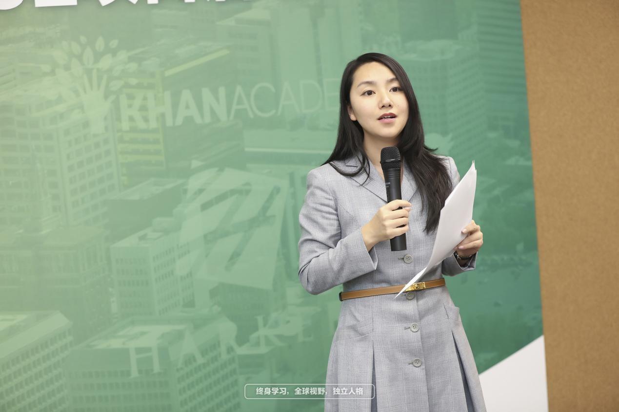 新东方教育科技集团副总裁、优能中学推广管理中心主任罗娉老师致辞