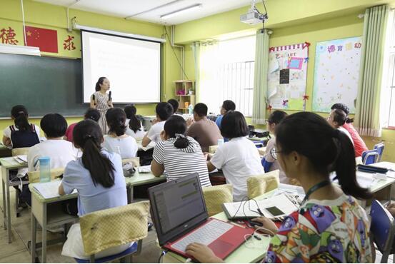 课堂上的创新英语集训营学员们
