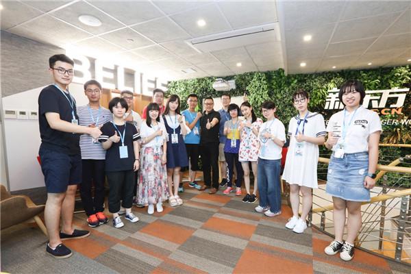 新东方教育科技集团首席执行官周成刚老师接见了14位状元