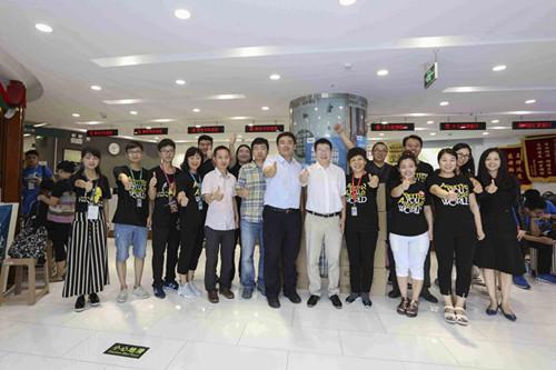 北京新东方校领导走访慰问一线员工