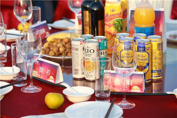 团聚会餐桌