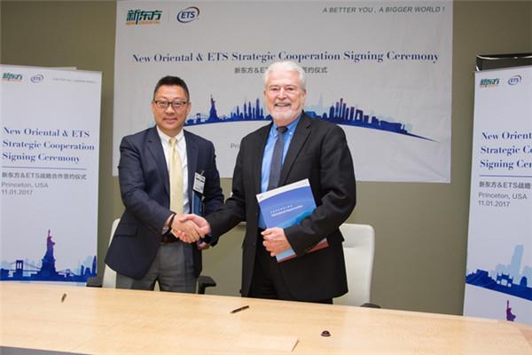 新东方CEO周成刚与ETS总裁兼CEO麦克唐纳签署新合同