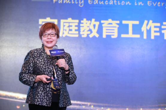 黄迺毓:家庭教育中,人才是第一颗扣子