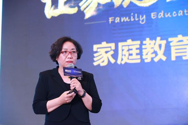 曹萍,中国青少年研究中心科研应用部负责人