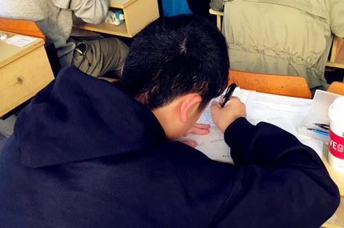 杭州新东方国际高中备考项目2018级学员模考顺利举行