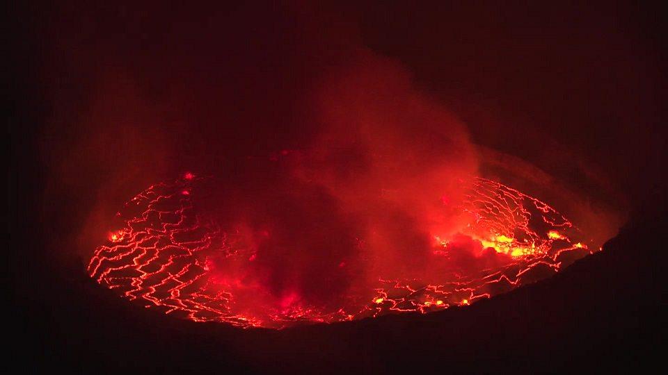 Monitoring a deadly volcano 科学家监控极其危险的尼拉贡戈火山