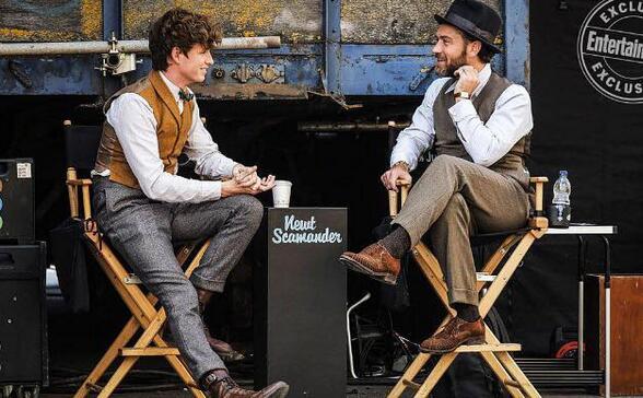 《神奇动物在哪里2》上映时间:小雀斑与裘德·洛在聊天
