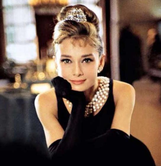 """法国时尚大师纪梵希去世 赫本""""小黑裙""""成为时尚经典之作!"""