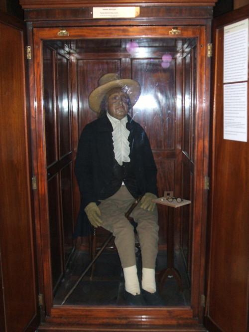 UCL橱窗展示的边沁校长