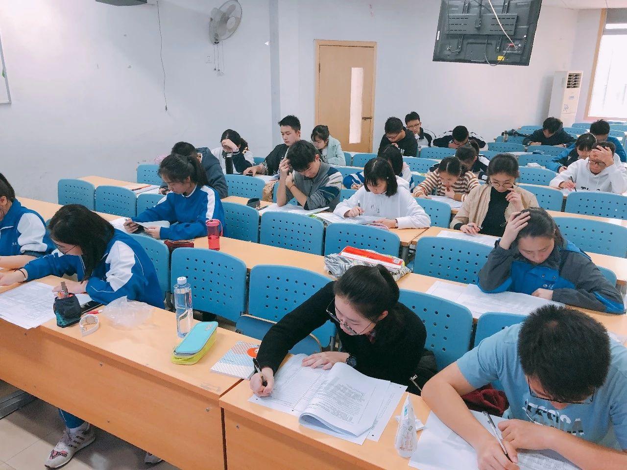 中小学生全科能力期中检测考场图