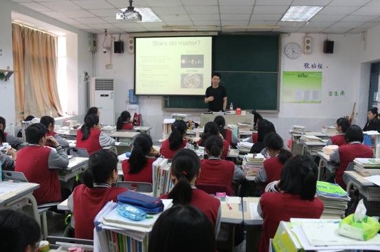 新东方重庆学校国外考试部朱瑞老师投入课堂