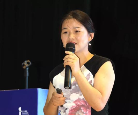 青竹湖湘一外国语学校副校长吴燕敏女士