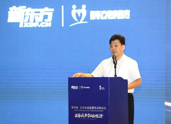 长沙市教育局党委委员、机关党委书记胡慎信先生