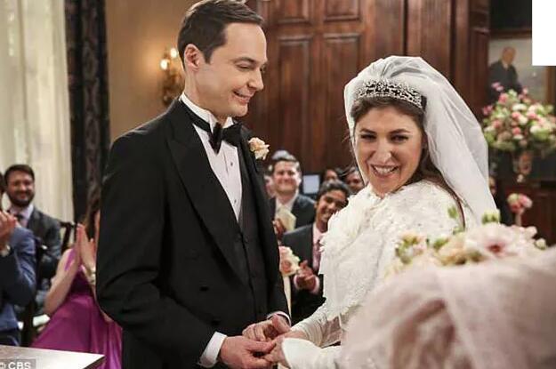 《生活大爆炸》中的谢耳朵和艾米经过8年终于结婚啦!