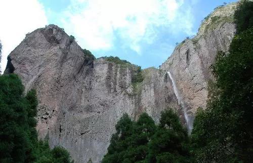 雁荡山风景区主要指温州乐清市境内的北雁荡山.