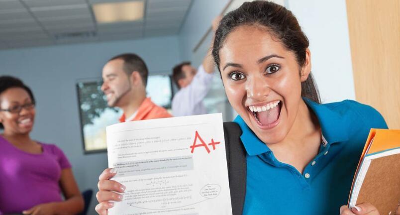 "Call to end predicted grades at UK universities英大学应停用""高考""预测成绩录取新生"
