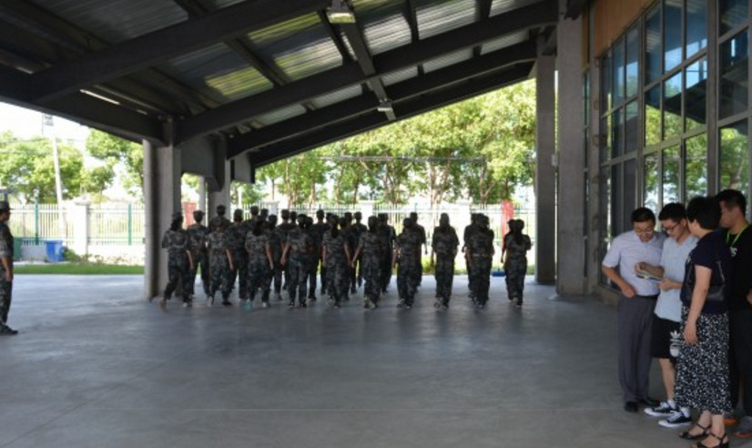 上海金山中学2021级高一新生军训现场