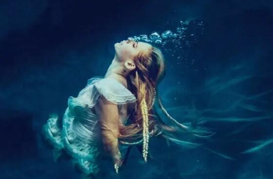 艾薇儿携新歌回归! 首支单曲《Head Above water》