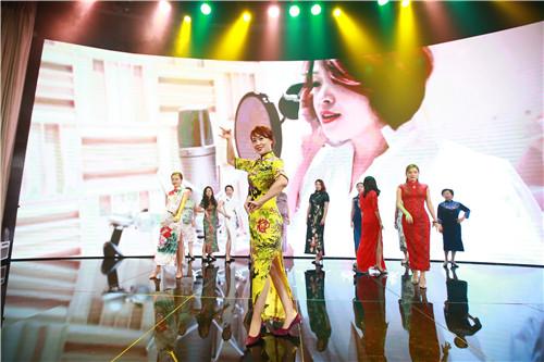 由北京学校的女性管理者们带来节目《痒》