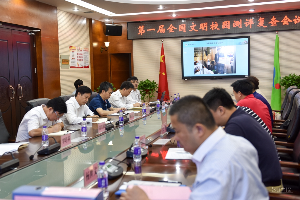 长沙市一中接受首届全国文明校园测评复查