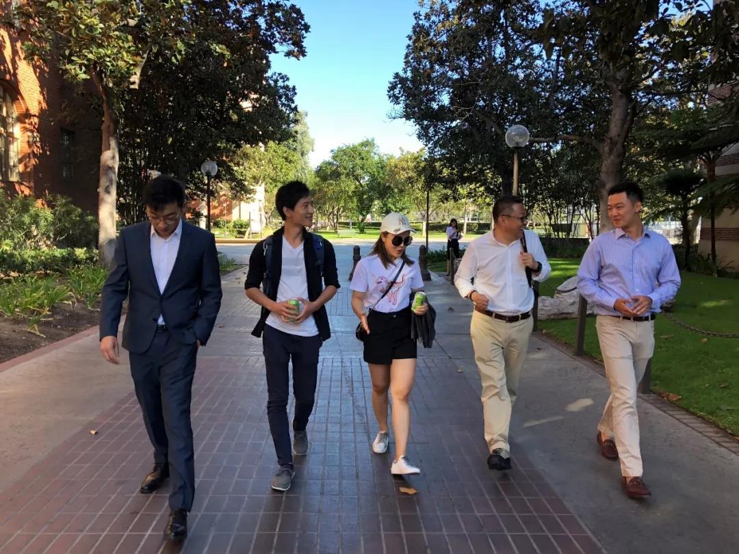 新东方CEO周成刚与美国南加大中国留学生交流