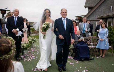 美国前总统小布什女儿低调结婚(双语)