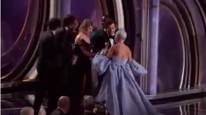 第76届金球奖:霉霉给ladygaga颁奖 世纪同框终于等到了!