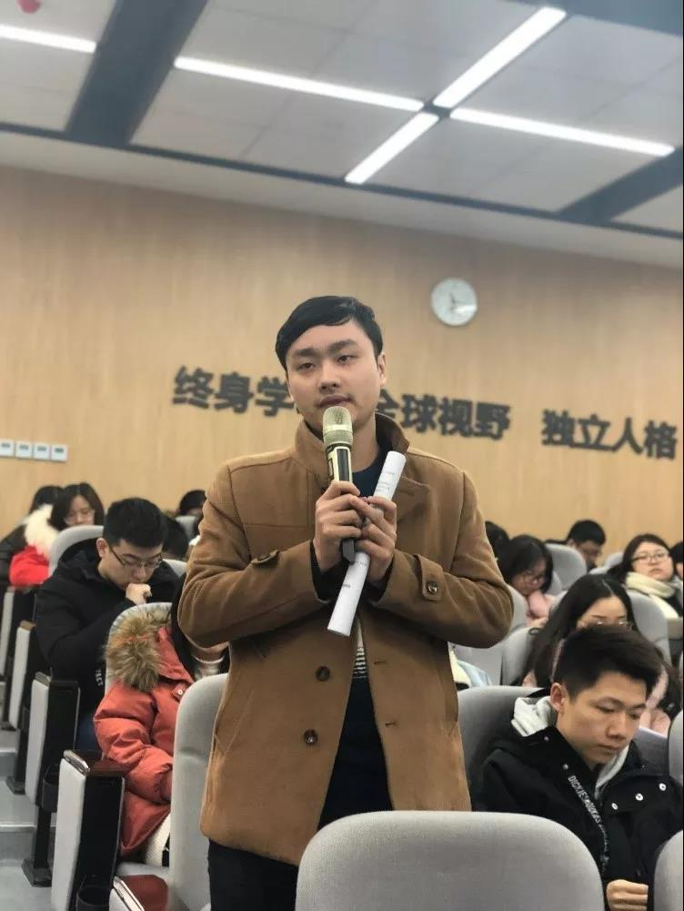 ▲ 党员同志发表学习后的感想