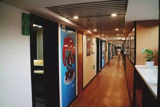 2019年春,新东方长沙学校星沙吾悦校区全新开业,增设初中校区,共占地2300平米,打造星沙zui大的中小学一站式教育基地。