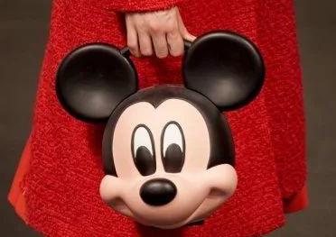 Gucci推出迪士尼合作款包包 这画风...