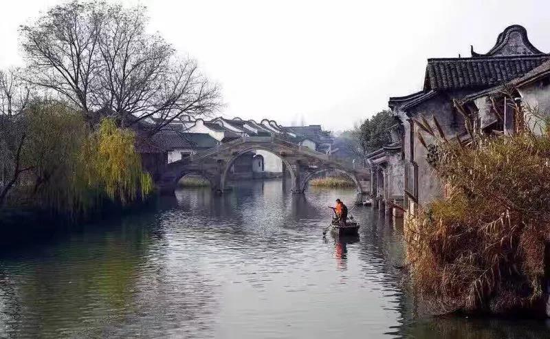 根據照片畫一幅烏鎮水鄉色彩風景