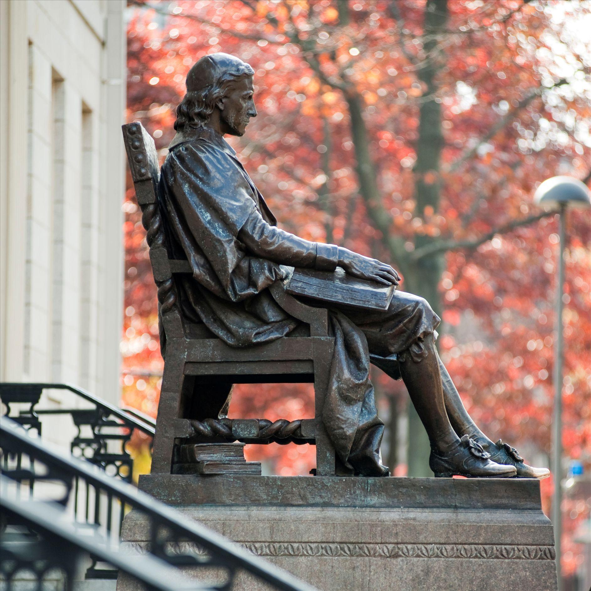 三个谎言的哈佛铜像
