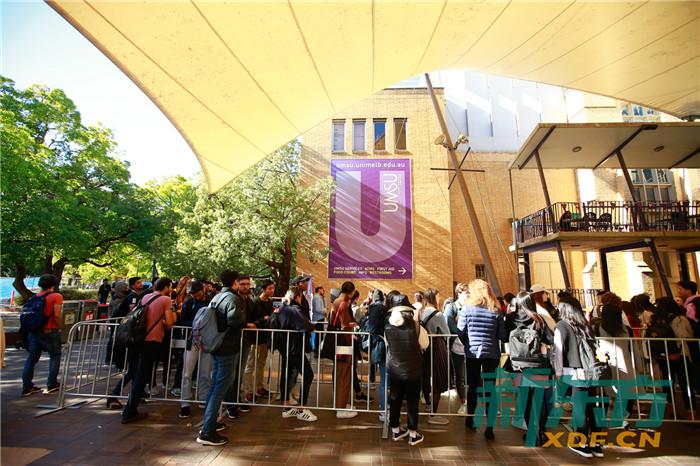 墨尔本大学校园免费考试用品发放