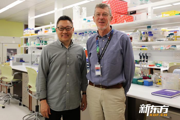 新东方CEO周成刚老师和HPV疫苗发明者伊恩·弗雷泽教授