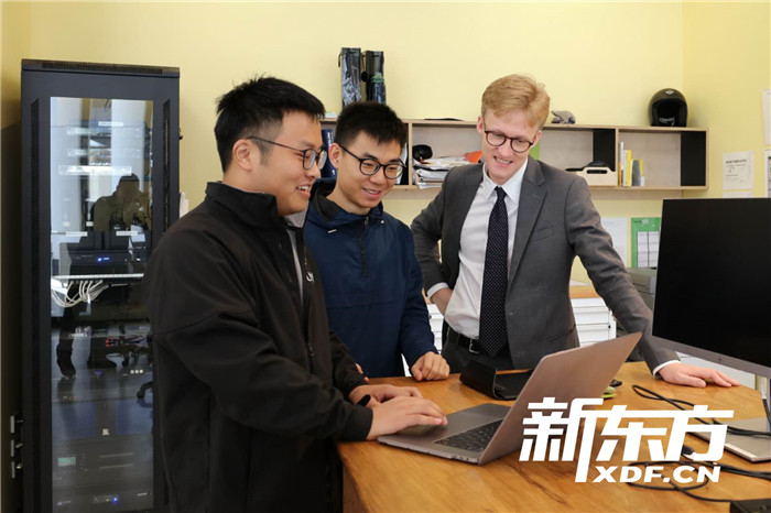 新南威尔士大学学生探讨交流