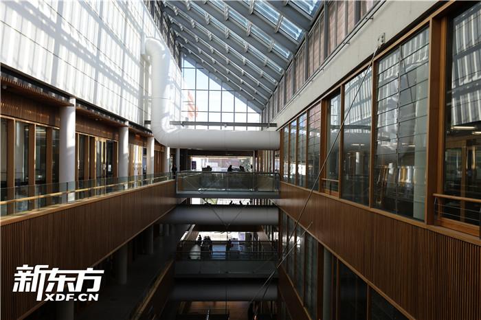 昆士兰大学工程学院楼内部