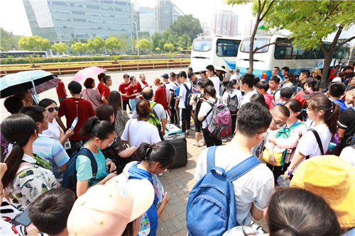 北京新东方暑假班万名学员报到引爆盛夏