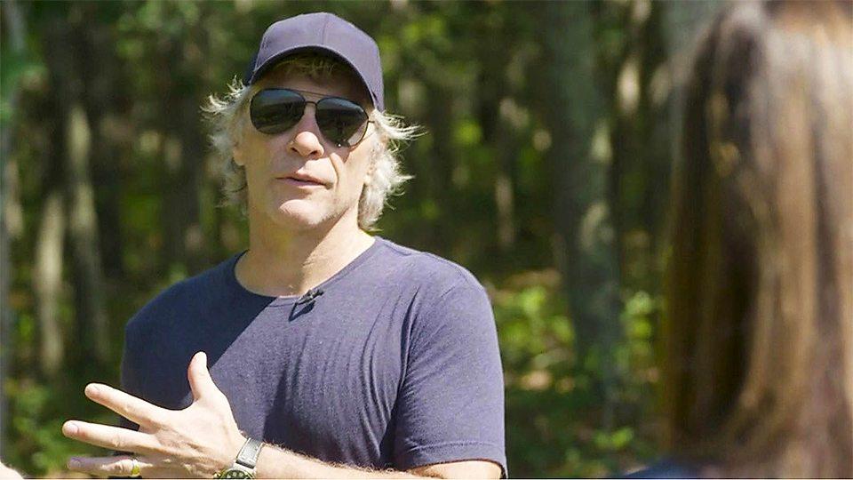 摇滚歌手乔恩·邦·乔维为食物赈济站出资献力 Jon Bon Jovi helps food bank