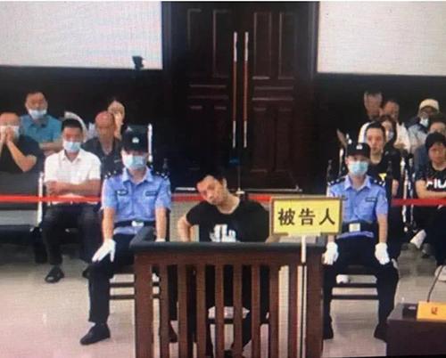 譚松韻淚灑法庭