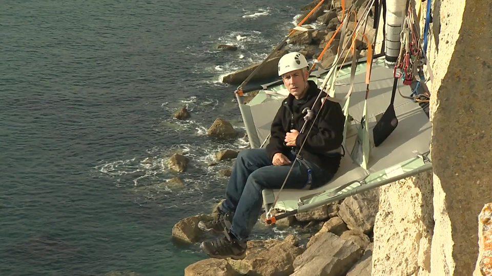 悬崖上的露营体验 Camping on a cliff edge