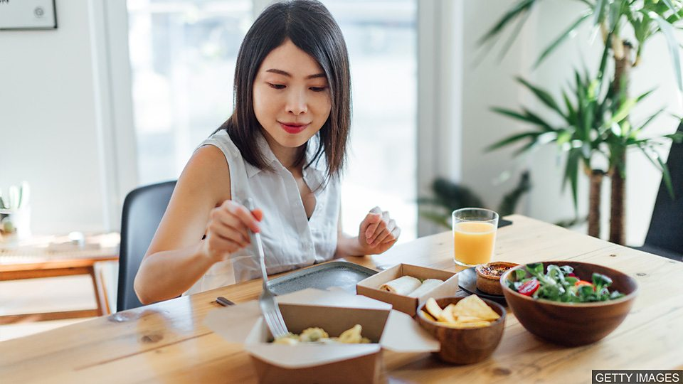 The pleasure of eating alone 独自用餐的乐趣The pleasure of eating alone 独自用餐的乐趣